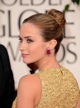 20 Brilliant Updo Hairstyles That Approved by Celebrities